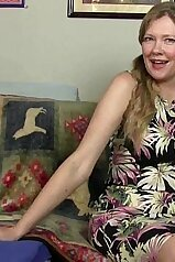 Mommy wants to get fucked while wearing pantyhose