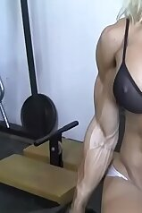 Muscular babe showcasing her awesome body
