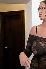 Ass squirt video featuring a bimbo-esque housewife