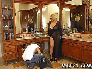 Glamorous blonde chick shows off her good skills